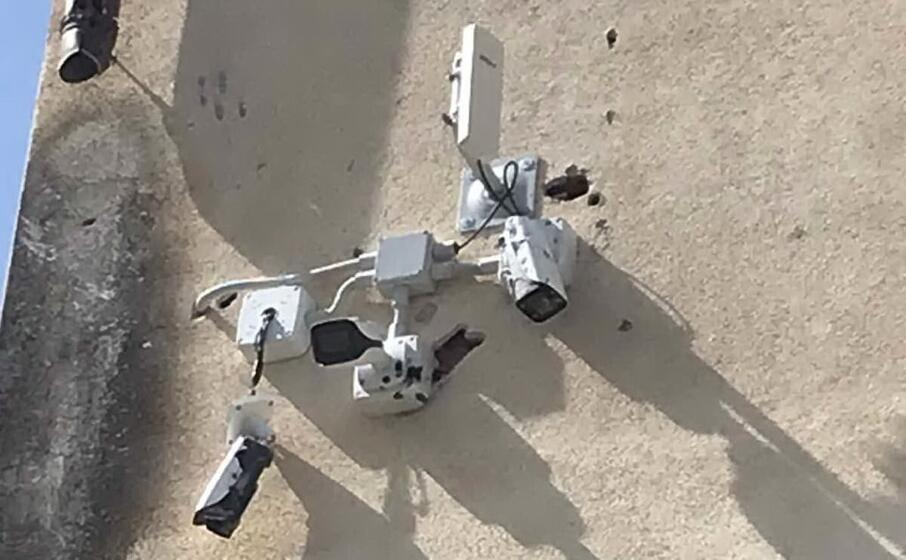 le telecamere prese a colpi di pistola (foto f ledda)
