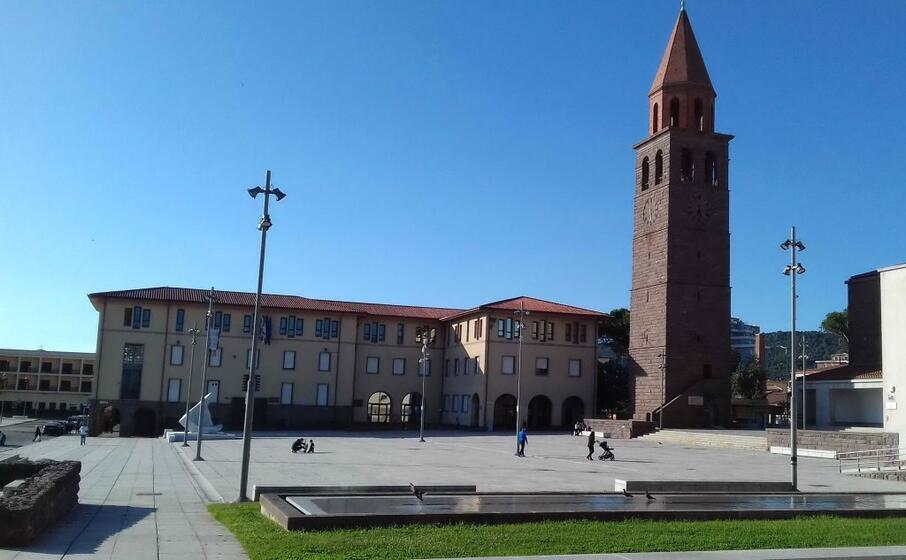piazza roma col municipio (foto a scano)