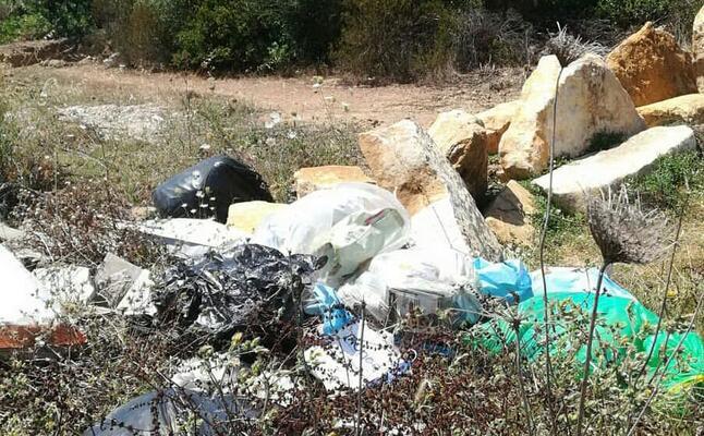 il cumulo di rifiuti (l unione sarda scano)