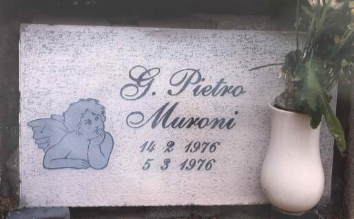 Il loculo in cui riposa il piccolo Pietro (foto Valeria Pinna)