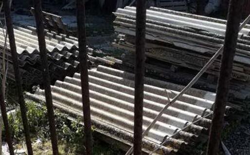 Lastre di Eternit abbandonate (Foto archivio L'Unione Sarda)