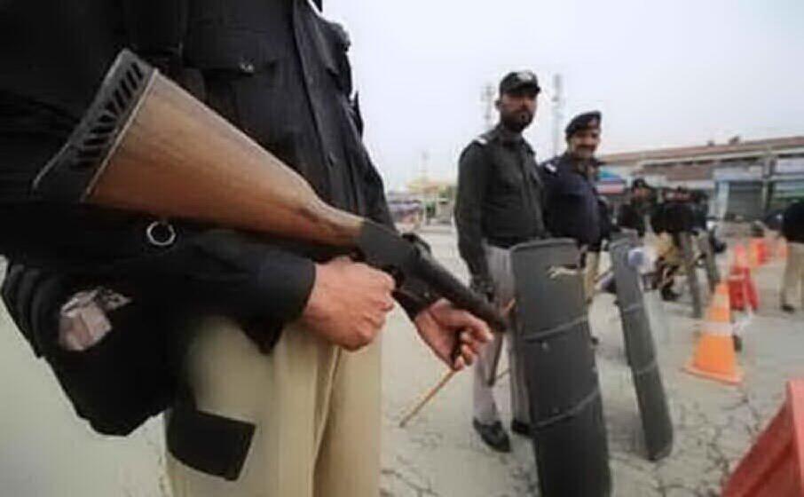 polizia in pakistan (archivio l unione sarda)