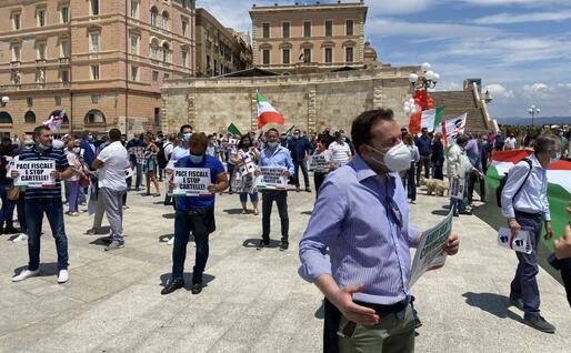 Alcuni partecipanti alla manifestazione (L'Unione Sarda)