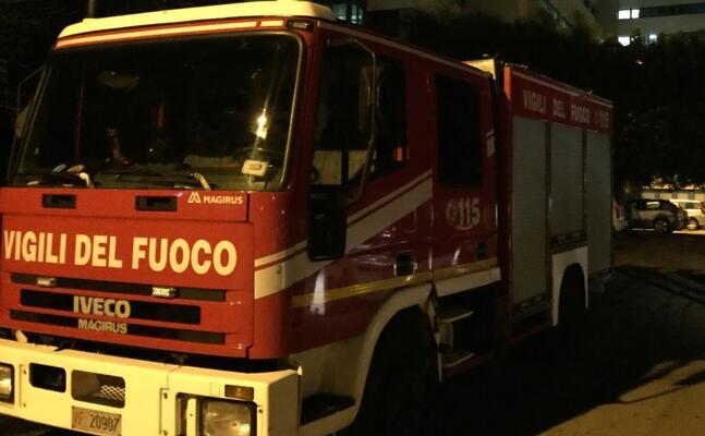 un mezzo dei vigili del fuoco (archivio l unione sarda)