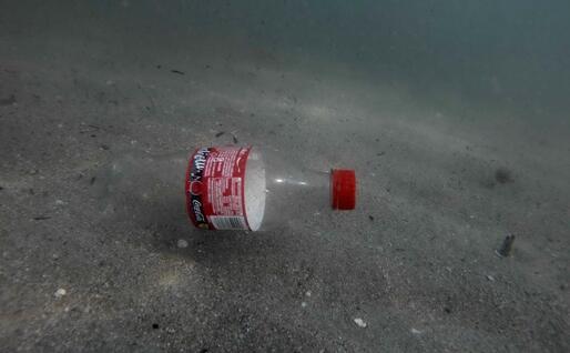 Una bottiglia sul fondo (L'Unione Sarda)