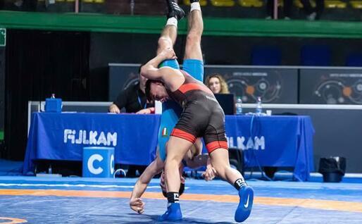Simone Piroddu (costume rosso) contro Vincenzo Succoia in semifinale (foto Giovanni Maria Solinas)