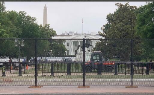 Il muro davanti alla Casa Bianca (foto Twitter)