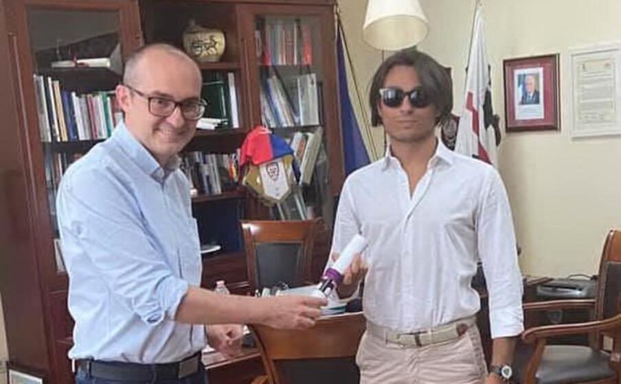 il sindaco truzzu con il giovane lodovico (da facebook)