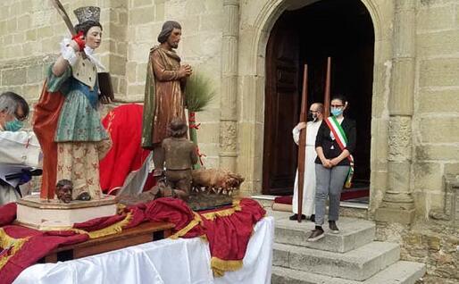 Il sindaco Cinzia Porceddu partecipa alla celebrazione (L'Unione Sarda)