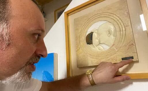 """Antonello Carboni mostra la """"Paternità"""" di Ciusa (foto Raggio)"""