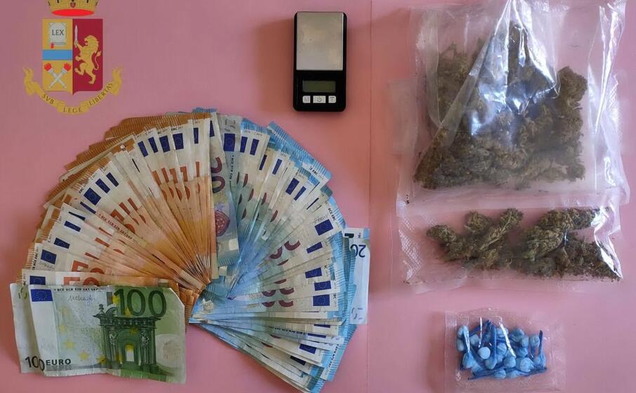 droga e denaro sotto sequestro (foto questura)