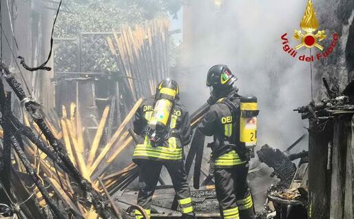 Gli uomini del 115 (foto Vigili del fuoco)
