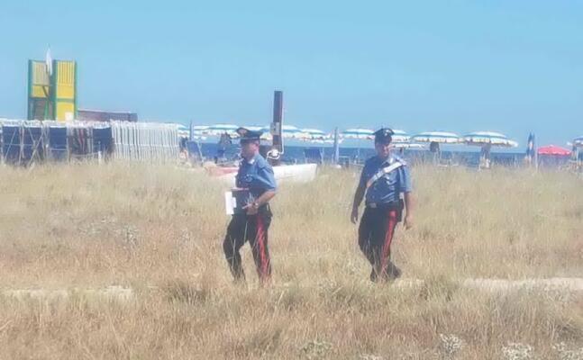 i carabinieri al poetto (foto serreli)