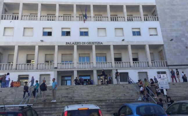il tribunale evacuato (foto ledda)