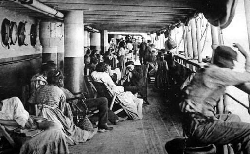 Emigrati in viaggio nel Novecento (Archivio L'Unione Sarda)
