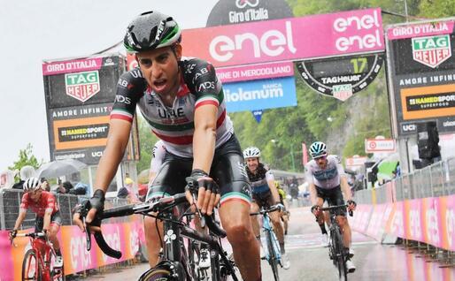 Fabio Aru affaticato al Giro d'Italia del 2018 (Archivio L'Unione Sarda)
