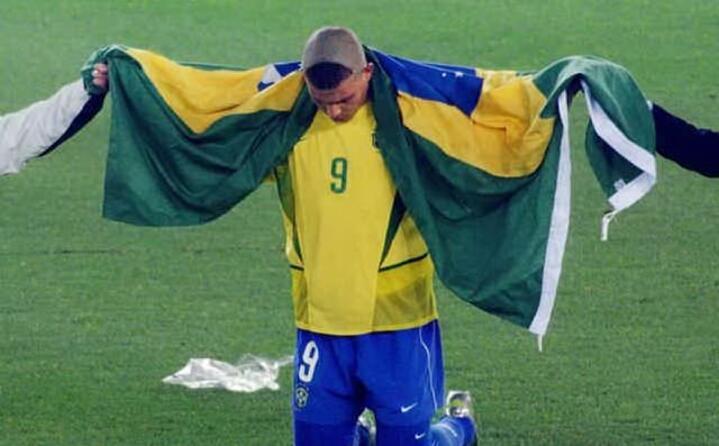 nel 2002 festeggia il brasile di ronaldo