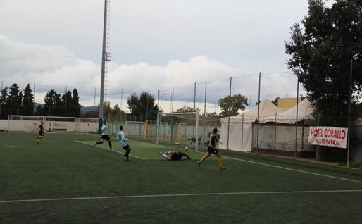 Il sesto gol del Muravera segnato da Meloni (foto Andrea Serreli)
