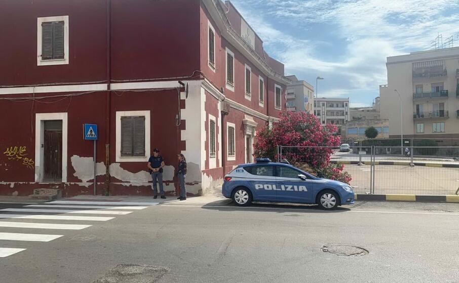 la polizia sul luogo della rapina (foto cocco)