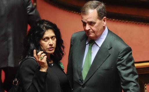 Mauro e Calderoli nel 2011: lei vicepresidente del Senato, lui ministro della Semplificazione (Ansa)