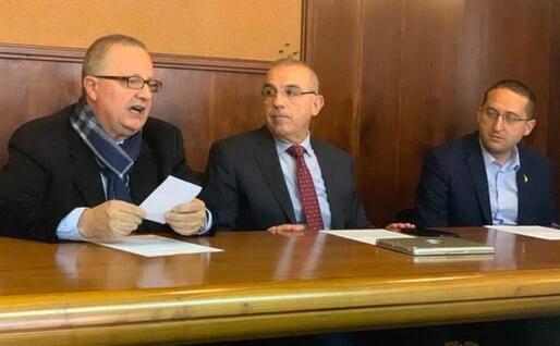 Michele Cossa (al centro) con Gennaro Fuoco e Dario Giagoni (foto concessa a L'Unione Sarda)