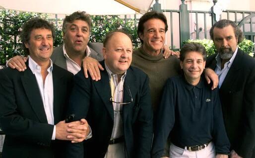 Da sinistra Enzo Iacchetti, Maurizio Mattioli, Massimo Boldi, Christian De Sica, Nino D'Angelo e Diego Abatantuono (Ansa)