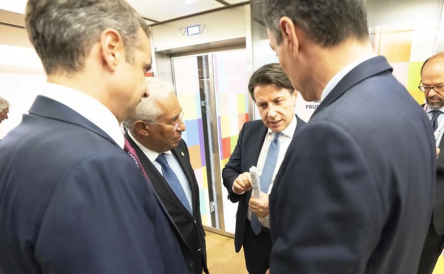Vertice Ue, firmato l'accordo sul Recovery Fund