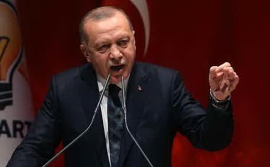 Erdogan approva la legge anti social media:
