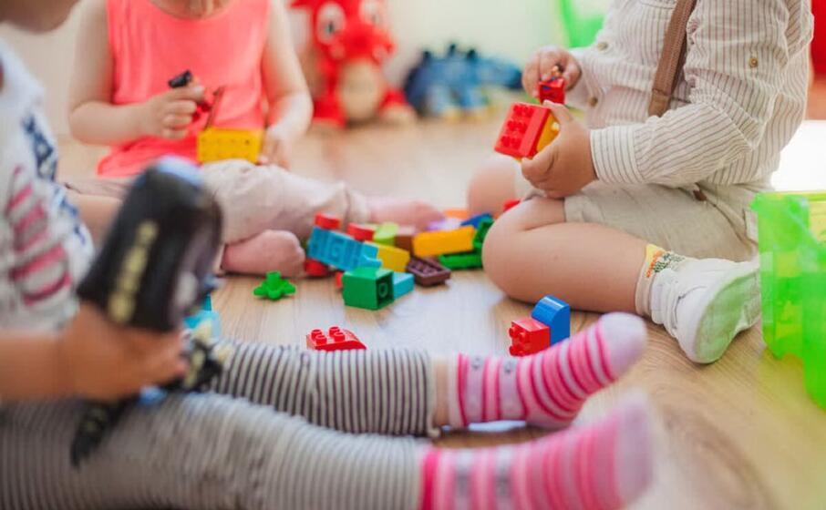 bimbi che giocano (archivio l unione sarda)