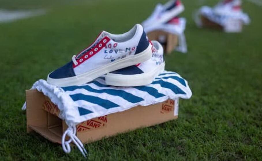 le preziose scarpe (foto charity stars)