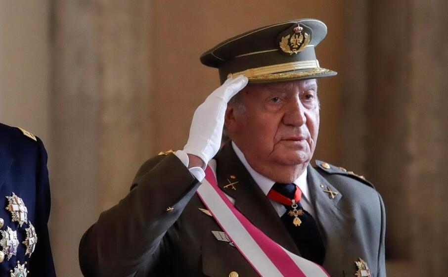 Juan Carlos se ne va dalla Spagna