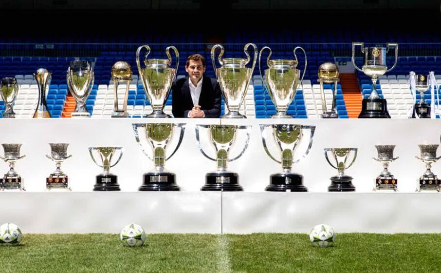 Iker Casillas si ritira: