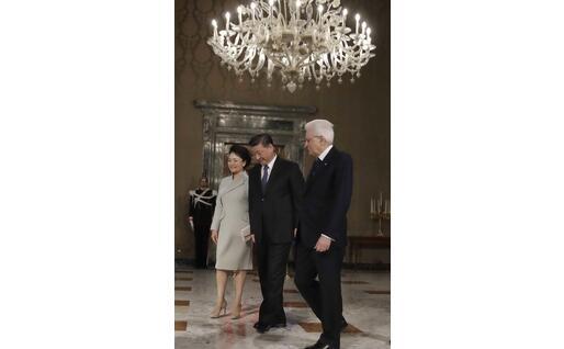 Xi Jinping, la moglie Peng Liyuan e Sergio Mattarella al Quirinale (Ansa)