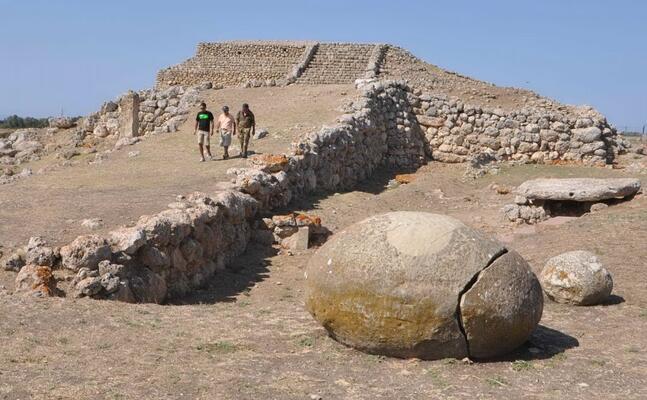 l altare preistorico di monte d accoddi (foto archivio u s )
