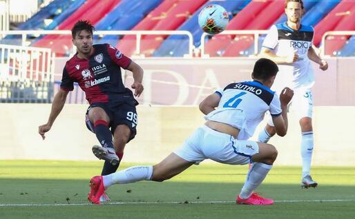 Il gol annullato a Simeone (Ansa)