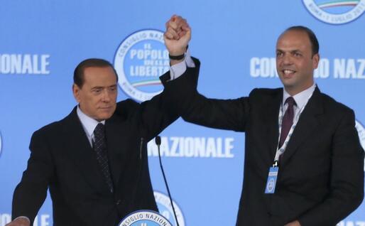 Berlusconi lo incorona segretario del Pdl (Ansa)