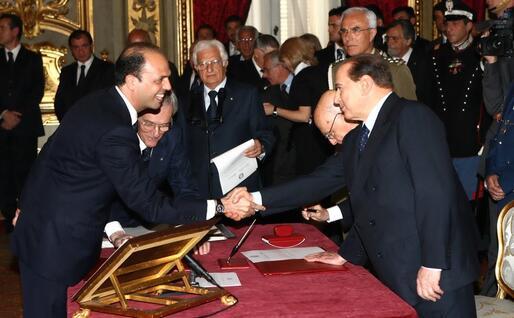 Il primo giuramento da ministro, dal 2008 è Guardasigilli del governo Berlusconi (Ansa)