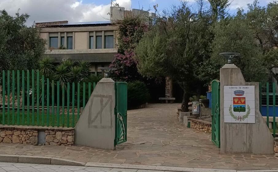 il municipio di padru (foto s lecca)