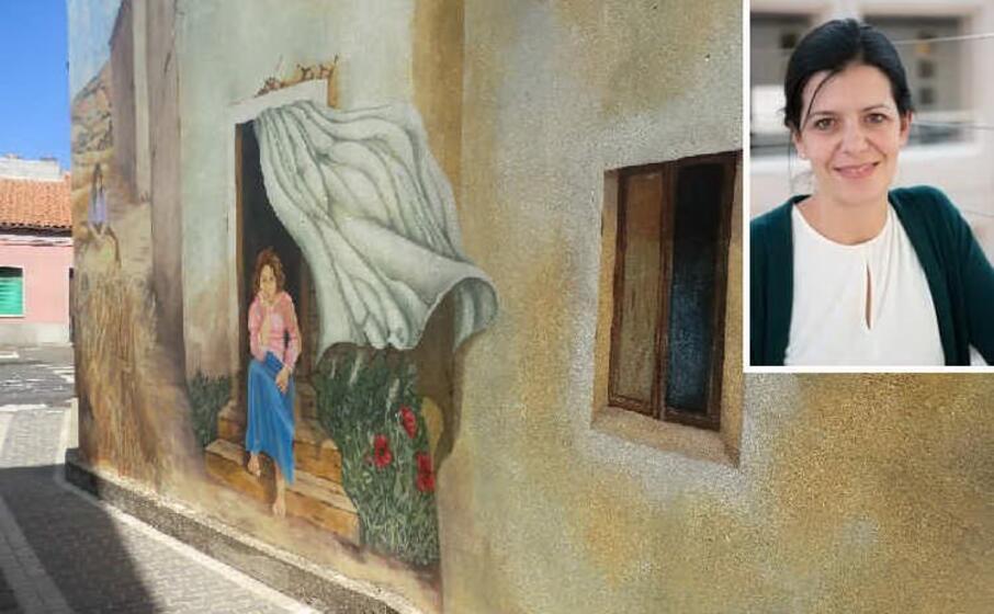 un murales di tinnura e nel riquadro marisa fois (foto concesse)