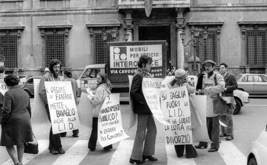 manifestazione per il divorzio (foto ansa)