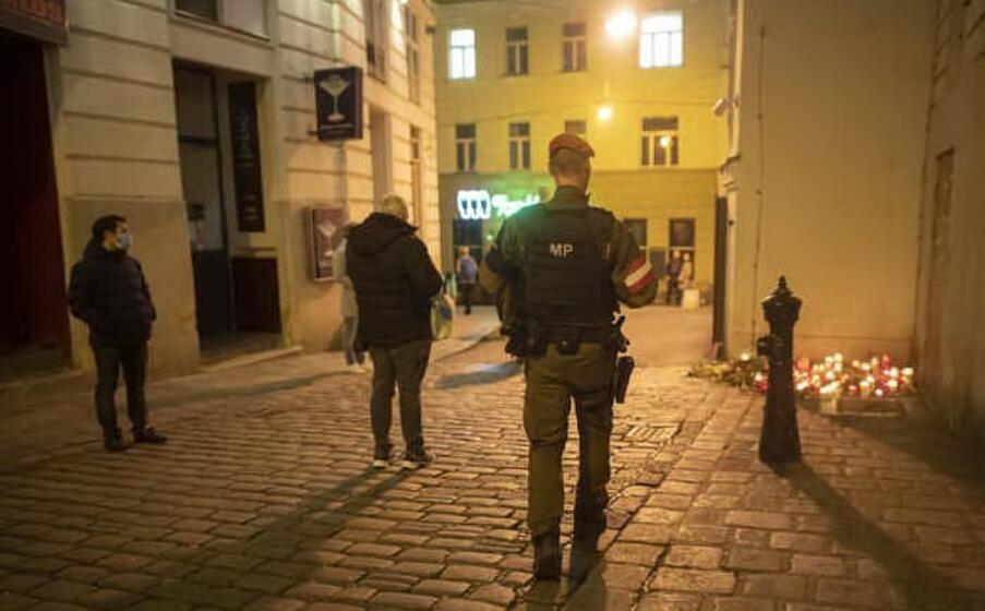 il 2 novembre va in scena un attacco terroristico nel cuore di vienna un commando semina morte nella zona della sinagoga provocando 4 morti e 22 feriti la strage viene rivendicata dall isis