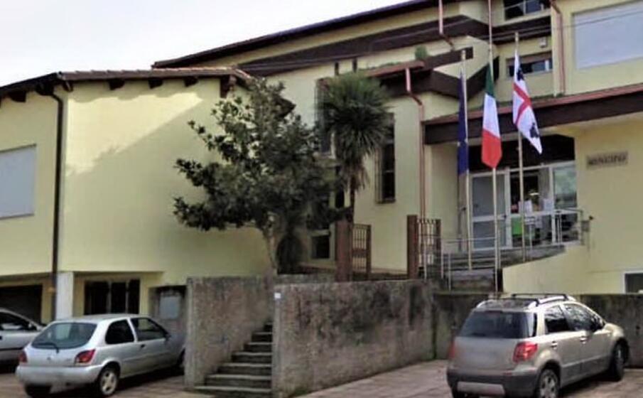 il municipio di mogorella (foto sanna)