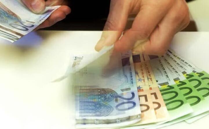 accaddeoggi 1 gennaio 2002 l euro diventa la moneta corrente dei paesi ue