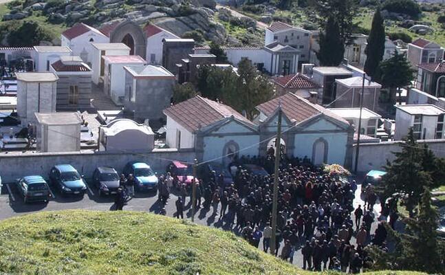 un funerale a orune dopo un delitto di faida (foto archivio l unione sarda)