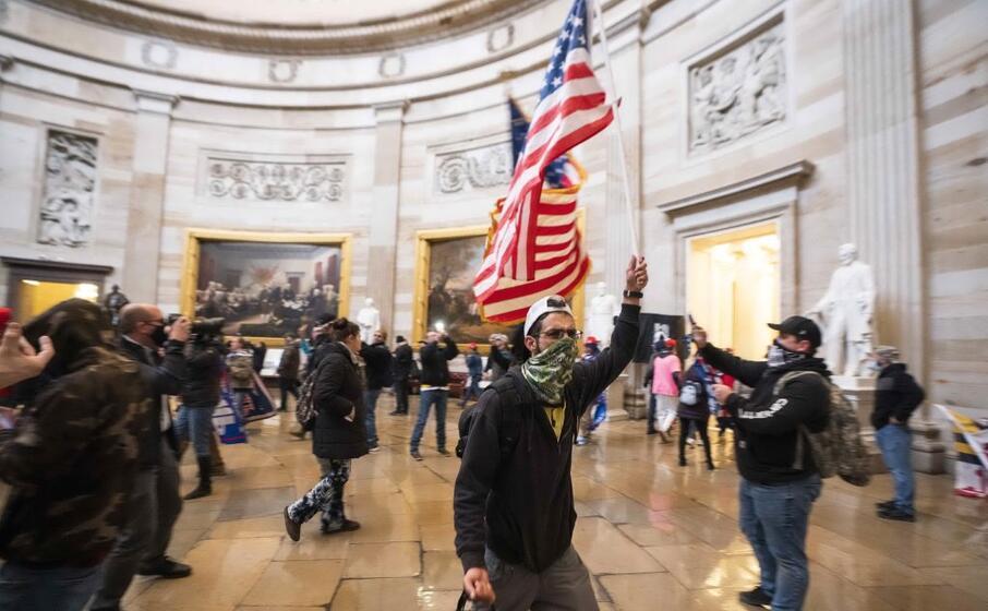 la folla ha fatto irruzione a capitol hill