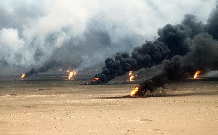 l incendio di pozzi petroliferi a kuwait city