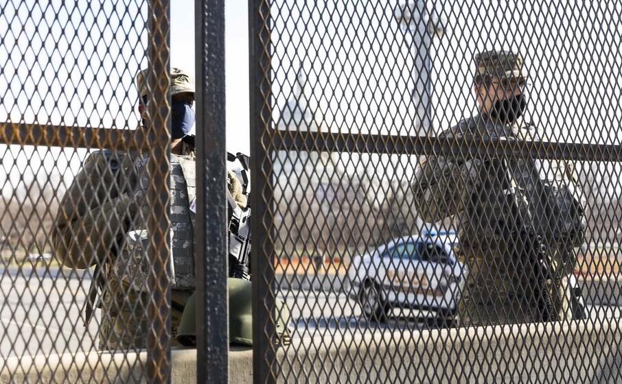 barriere e militari a washingtont (ansa)