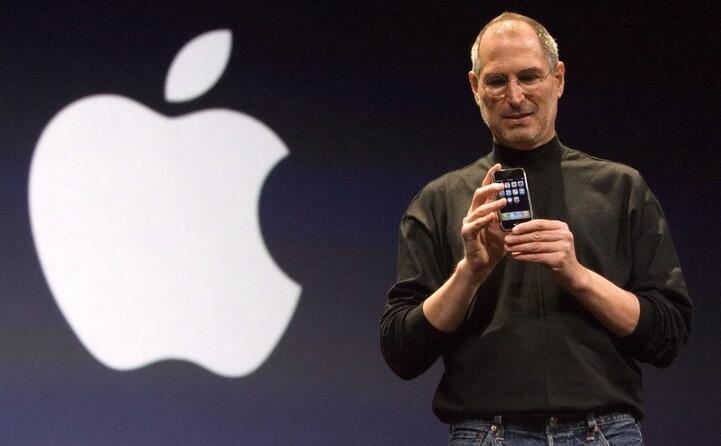 il fondatore della apple costretto a lasciare il suo ruolo di ceo