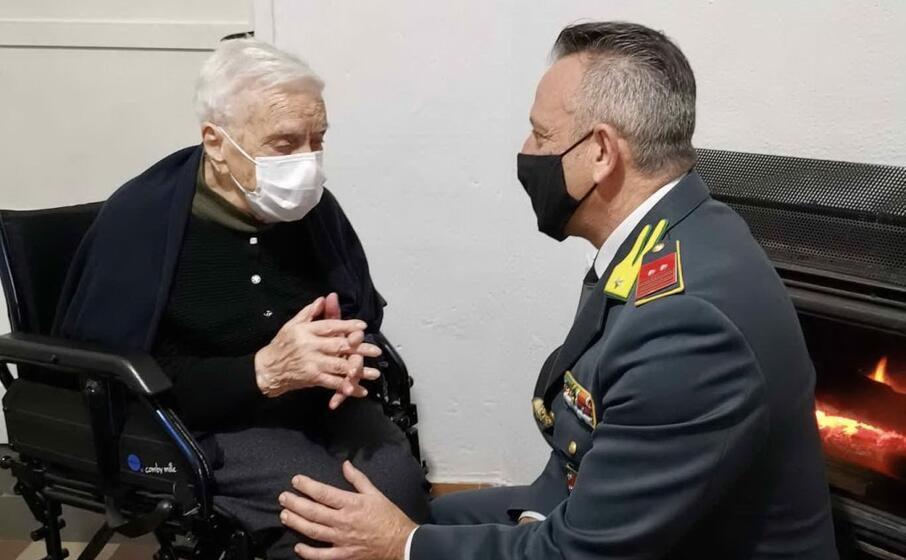 modesta cinus con il comandante leonardo di blasi (foto agus)