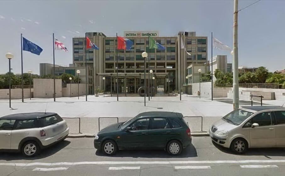 la sede della banca a cagliari (archivio l unione sarda)